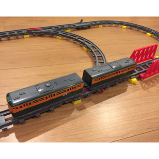 アイーダ(AIDA)のおもちゃの電車(115系)とレール(電車のおもちゃ/車)