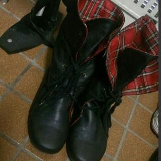 シマムラ(しまむら)の赤チェックのブーツ*LLsize(ブーツ)