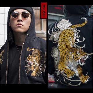 奉天承運◆M~2L◆本刺繍◆虎刺繍◆フード付パーカー◆和柄 横須賀 黒(パーカー)