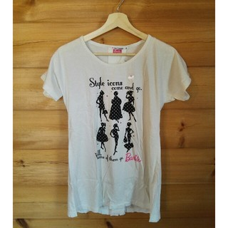 バービー(Barbie)のバービー Barbie ユニクロ UNIQLO チャーム付きTシャツ Mサイズ(Tシャツ/カットソー(半袖/袖なし))
