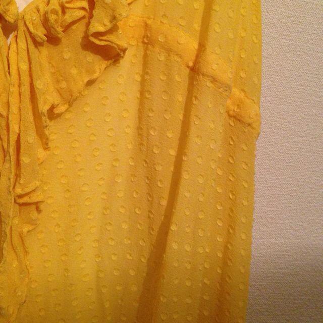 GRACE CONTINENTAL(グレースコンチネンタル)のシルクブラウス★イエロー レディースのトップス(シャツ/ブラウス(半袖/袖なし))の商品写真