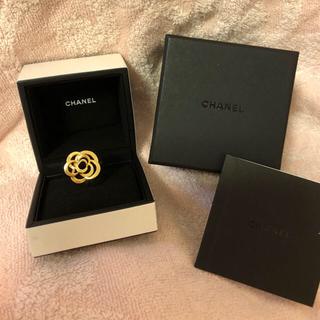 シャネル(CHANEL)の【本物】CHANEL 18k イエローゴールド カメリア リング(リング(指輪))