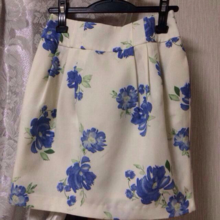 ノエラ(Noela)のNoela*花柄スカート(ひざ丈スカート)