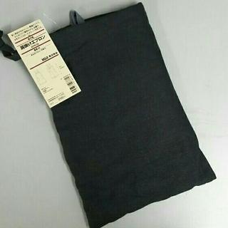 ムジルシリョウヒン(MUJI (無印良品))の新品 無印良品 麻肩掛けエプロン・墨黒M(収納/キッチン雑貨)