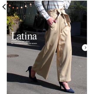 アナップラティーナ(ANAP Latina)の今月中に処分 ワイドパンツ リボン ベージュ バギーパンツ(バギーパンツ)