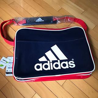 アディダス(adidas)の新品✨タグ付きエナメルアディダスバック ネイビー×レッド(ショルダーバッグ)