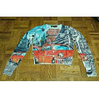 ドールアップウップス(doll up oops)のdoll  up oops カーディガン  NEW  YORKの風景と赤い車(カーディガン)