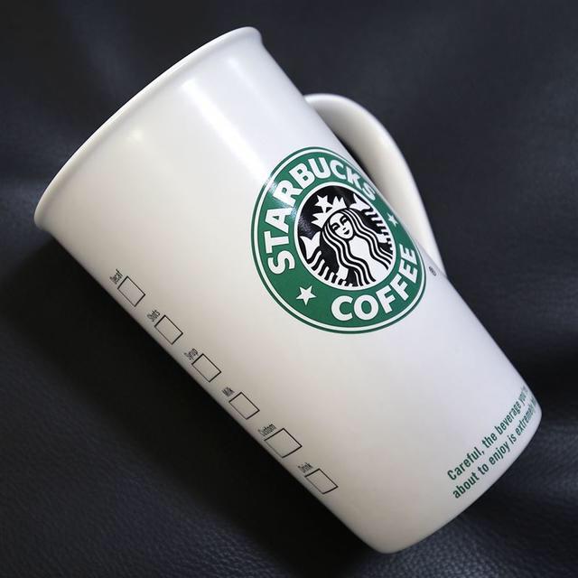 Starbucks Coffee(スターバックスコーヒー)のスターバックス★旧ロゴ TO GO CUP マグカップ グランデサイズ★16fl インテリア/住まい/日用品のキッチン/食器(食器)の商品写真