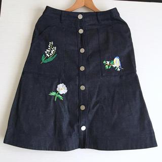 チェスティ(Chesty)のChesty チェスティ 刺繍入り デニム スカート サイズ1(ひざ丈スカート)
