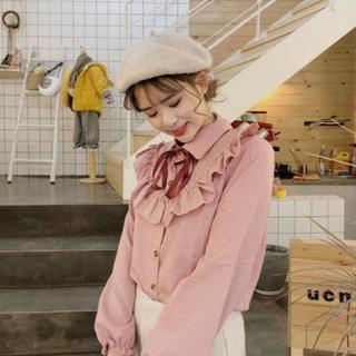 ジーユー(GU)のフリル リボン  ストライプ ピンク ブラウス フリーサイズ☆(シャツ/ブラウス(長袖/七分))