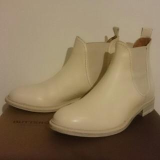 ブッテロ(BUTTERO)のBUTTERO ブッテロ サイドゴア ショートブーツ 白 35(ブーツ)