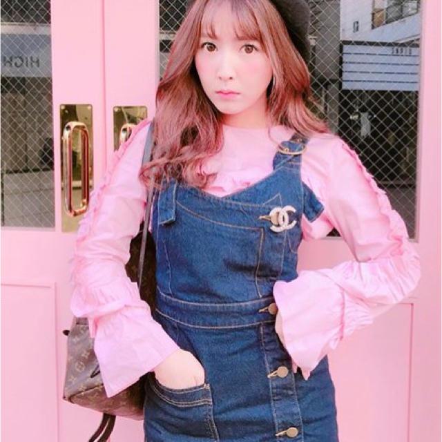 Lily Brown(リリーブラウン)の♡三上悠亜ちゃん着用 Lily Brown デニムジャンパースカート♡ レディースのワンピース(ひざ丈ワンピース)の商品写真