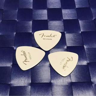 フェンダー(Fender)のピック (medium)3枚  即購入歓迎(アコースティックギター)