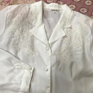 サンタモニカ(Santa Monica)のvintage 刺繍 ホワイト ブラウス シャツ 花 フラワー(シャツ/ブラウス(長袖/七分))