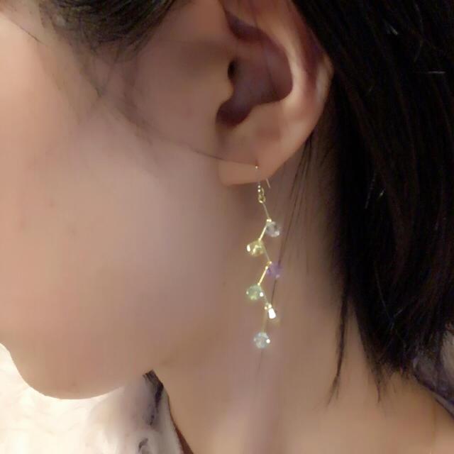 虹色スワロのラビリンスピアス・イヤリング ハンドメイドのアクセサリー(ピアス)の商品写真
