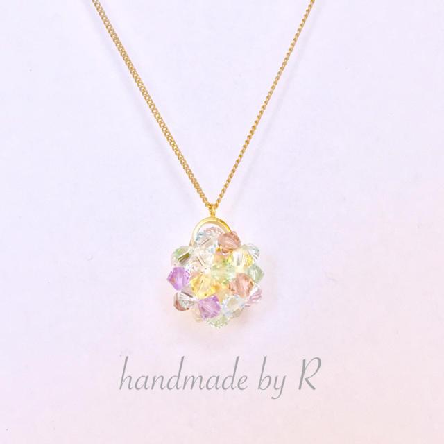 虹色スワロボールのネックレス ハンドメイドのアクセサリー(ネックレス)の商品写真