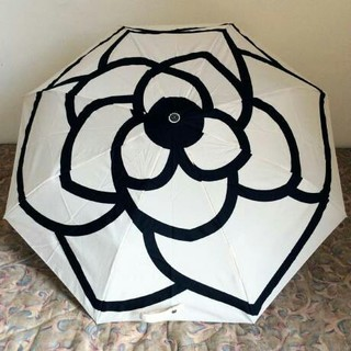 シャネル(CHANEL)のCHANEL シャネル 折り畳み傘 白黒 花 新品(傘)