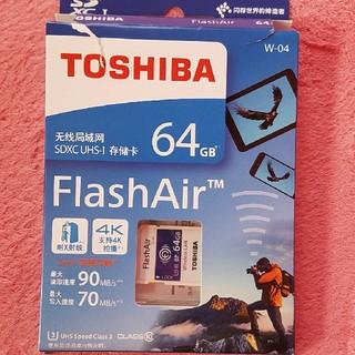 トウシバ(東芝)のTOSHIBA flashair 64GB 箱やぶれありですが新品未使用(デジタル一眼)