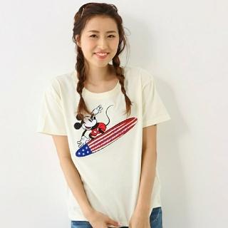 ロデオクラウンズワイドボウル(RODEO CROWNS WIDE BOWL)のホワイトです!RCWB×Disneyコラボ MickeySurf刺繍Tシャツ安い(Tシャツ(半袖/袖なし))