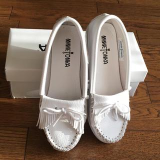 ミネトンカ(Minnetonka)のミネトンカ MINNETONKAの靴 白(ハイヒール/パンプス)