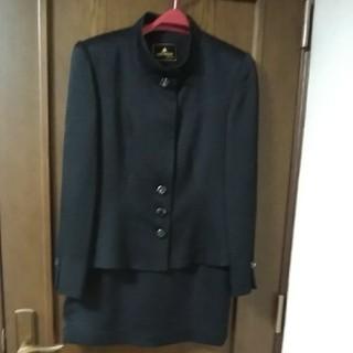 絹のスーツ