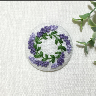 [saibeee★様専用] 刺繍ブローチ ラベンダーリース(ブローチ/コサージュ)