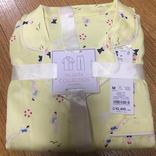 ジーユー(GU)のGUサテンパジャマ半袖ビーチ柄(パジャマ)