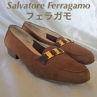 サルヴァトーレフェラガモ(Salvatore Ferragamo)のフェラガモ スエードパンプス4 1/2Cブラウン グッチプラダ(ハイヒール/パンプス)
