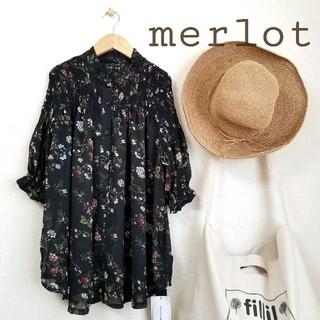 メルロー(merlot)のmerlot*♫バンドカラー フラワー柄ブラウス(シャツ/ブラウス(半袖/袖なし))