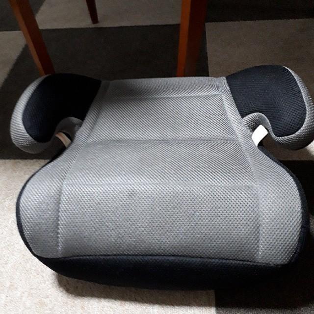 combi(コンビ)のジュニアシート キッズ/ベビー/マタニティの外出/移動用品(自動車用チャイルドシート本体)の商品写真