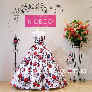ウエディングドレス 花柄白ベース赤いばら 披露宴/二次会(ウェディングドレス)