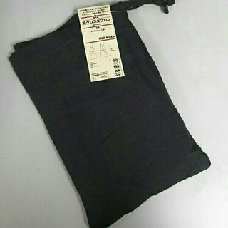 ムジルシリョウヒン(MUJI (無印良品))の新品 無印良品 麻 肩クロスエプロン・墨黒(収納/キッチン雑貨)