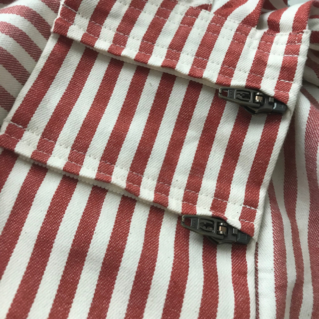 VETTA(ベッタ)のベッタ キャリーミープラス ロンドンストライプ( レッド ) キッズ/ベビー/マタニティの外出/移動用品(スリング)の商品写真