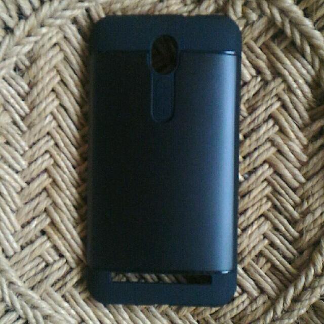 ASUS(エイスース)のASUS Zenfone2のカバー スマホ/家電/カメラのスマホアクセサリー(モバイルケース/カバー)の商品写真