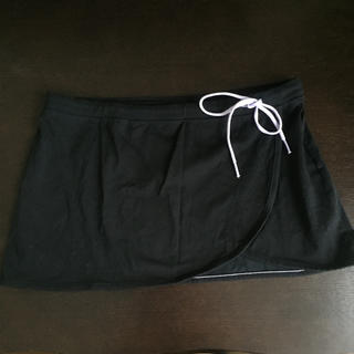 ユニクロ(UNIQLO)の未使用 UNIQLO フィットネススカート(ランニング/ジョギング)