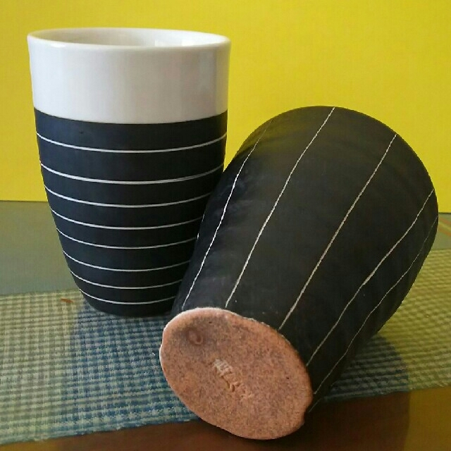 作家の陶器  黒釉縦縞と横縞のフリーカップ2客 インテリア/住まい/日用品のキッチン/食器(食器)の商品写真