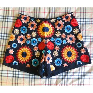 アリスアンドオリビア(Alice+Olivia)のAlice+olivia アリスアンドオリビア 花柄刺繍ショートパンツ(ショートパンツ)