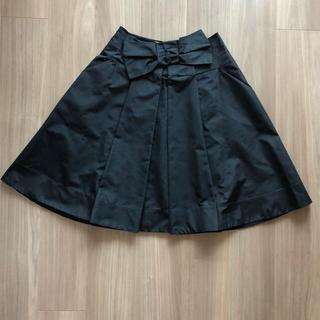 プラダ(PRADA)のPRADA フロントリボン フレアースカート 黒 40 (ひざ丈スカート)