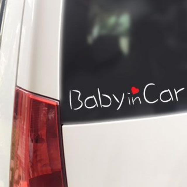 Baby in Car ハート付(B)/ステッカー キッズ/ベビー/マタニティの外出/移動用品(その他)の商品写真