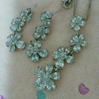 ルネ(René)のお花のきらきらピアスとネックレス(ネックレス)