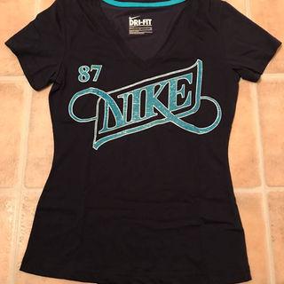 ナイキ(NIKE)のNIKE VネックTシャツ(その他)