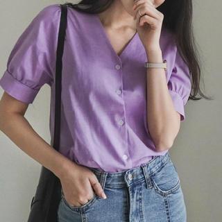 大人可愛い袖コンパフ袖Vネックボタンデザインブラウスシャツ