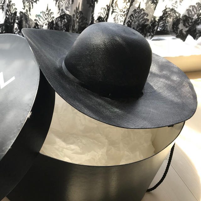 CHANEL(シャネル)のCHANEL ストローハット 新品未使用本物☆レア☆ レディースの帽子(麦わら帽子/ストローハット)の商品写真