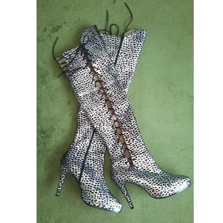 光沢ブラック&シルバーのヒョウ柄ロングブーツ(ブーツ)