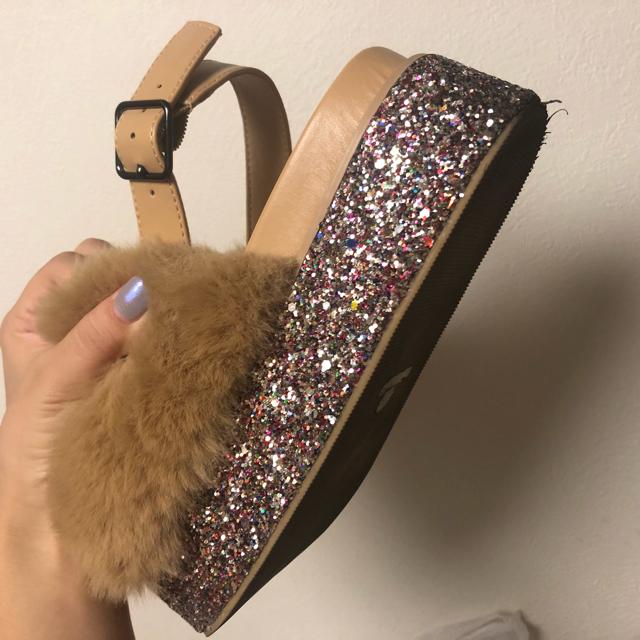 mystic(ミスティック)のmystic ファー×グリッター サンダル レディースの靴/シューズ(サンダル)の商品写真