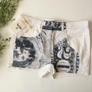 アクネ(ACNE)の新品 完売品 ACNE パンツ 白 ホワイト(ショートパンツ)