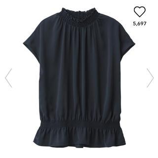 ジーユー(GU)のサテンフリルネックネックブラウス(シャツ/ブラウス(半袖/袖なし))