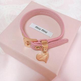 ミュウミュウ(miumiu)の初売り値下げmiumiu♡ハートレザーブレスレット♡ピンク(ブレスレット/バングル)