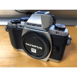 OLYMPUS OM-D E-M10 シルバー ほぼ新品 ズームレンズ付き(ミラーレス一眼)