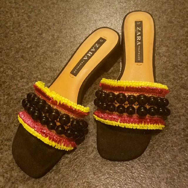 ZARA(ザラ)のZARA♥ビーズサンダル レディースの靴/シューズ(サンダル